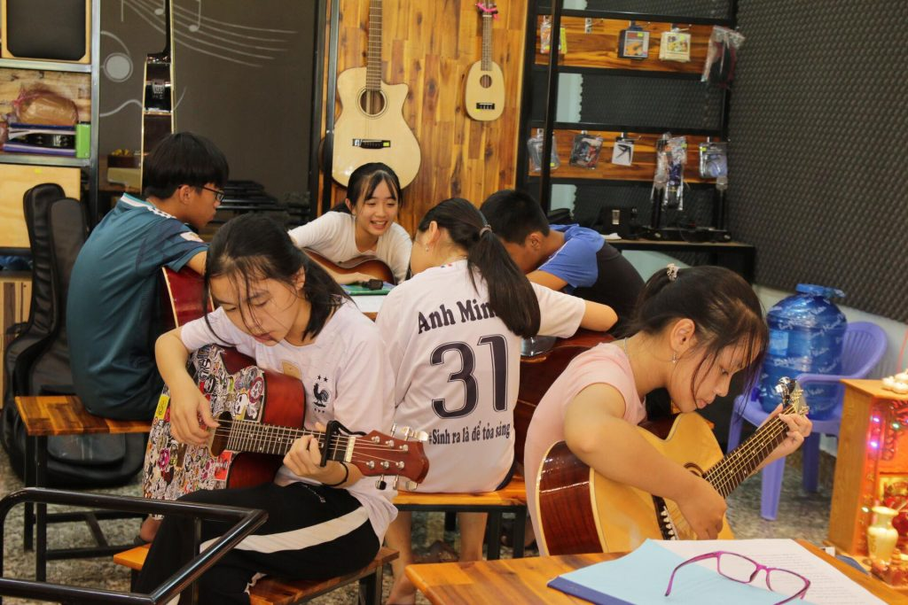 Guitar Quảng Bình, 6 Lợi Ích không ngờ khi học Guitar